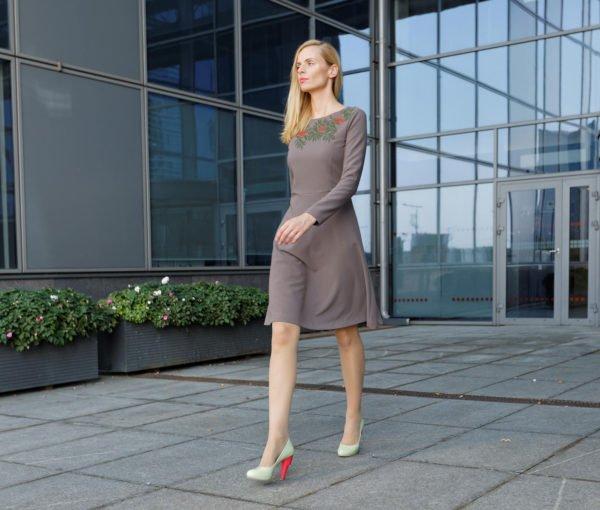 Klasikinė suknelė rudeniui Šermuksnis