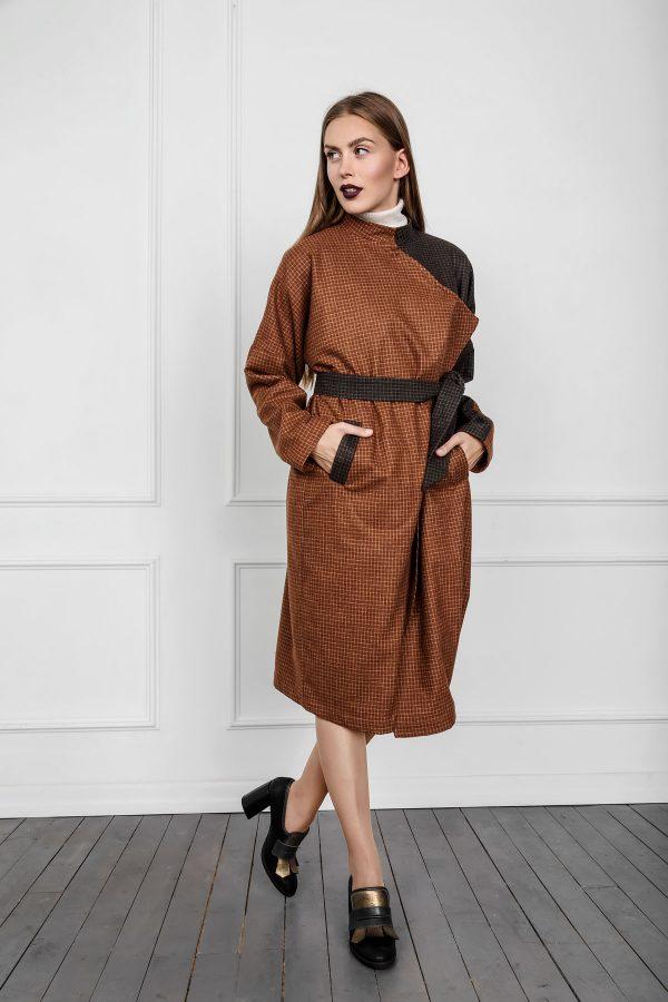 Rudeninis kostiuminės vilnos siaustinis Dienoje iki rudens