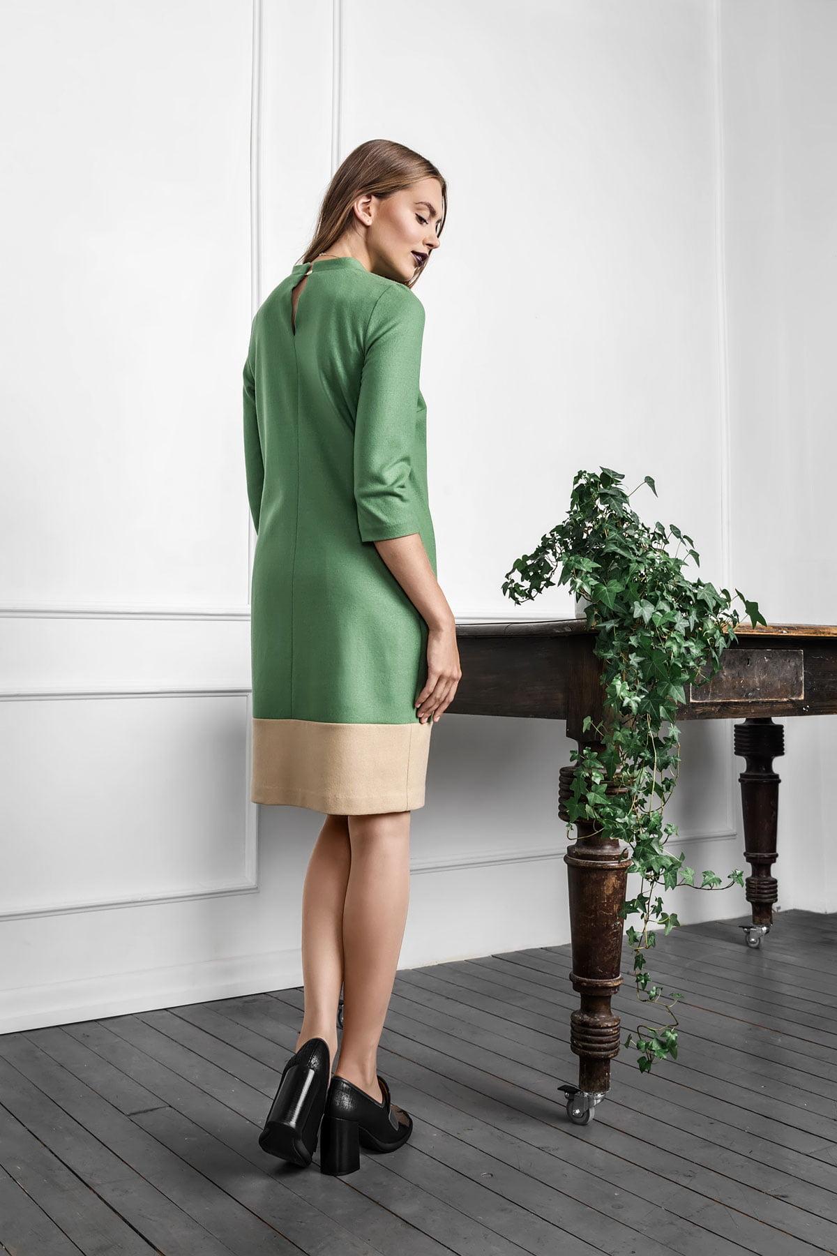 Samanos žalumo stilinga suknelė internetu