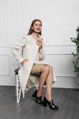 Žieminis klasikinis moteriškas paltas Sniego gniūžtėje