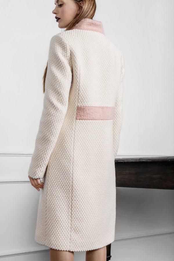 Stilingas moteriškas paltas Sniego gniūžtėje