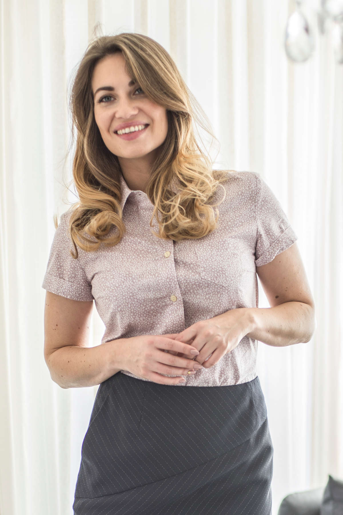 Moteriški marškiniai trumpomis ilgomis rankovėmis