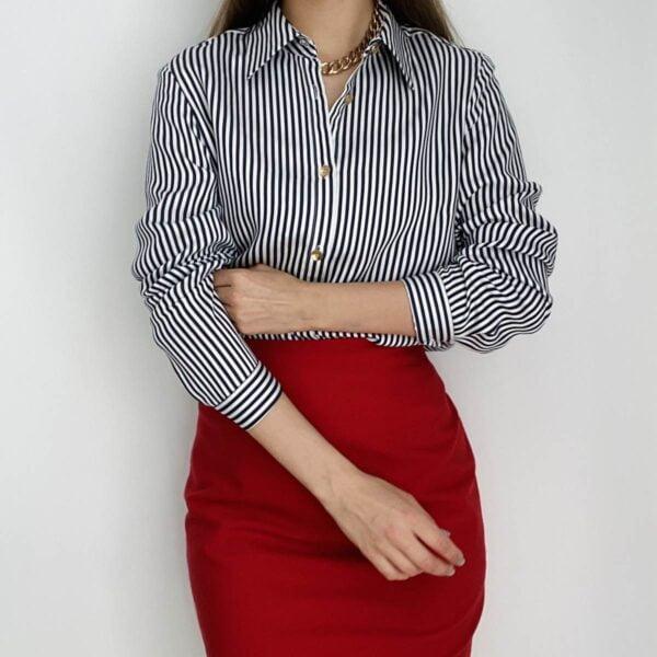 Dryžuoti marškiniai ir raudonas sijonas - Tauri Look