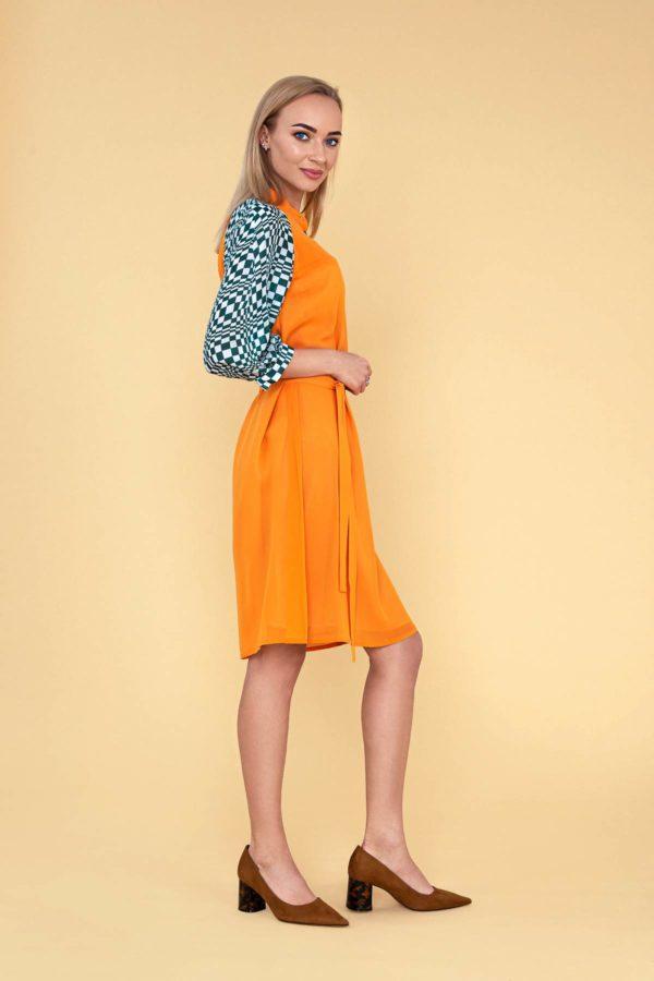 Garstyčių spalvos šilkinė suknelė su pusilgėmis rankovėmis