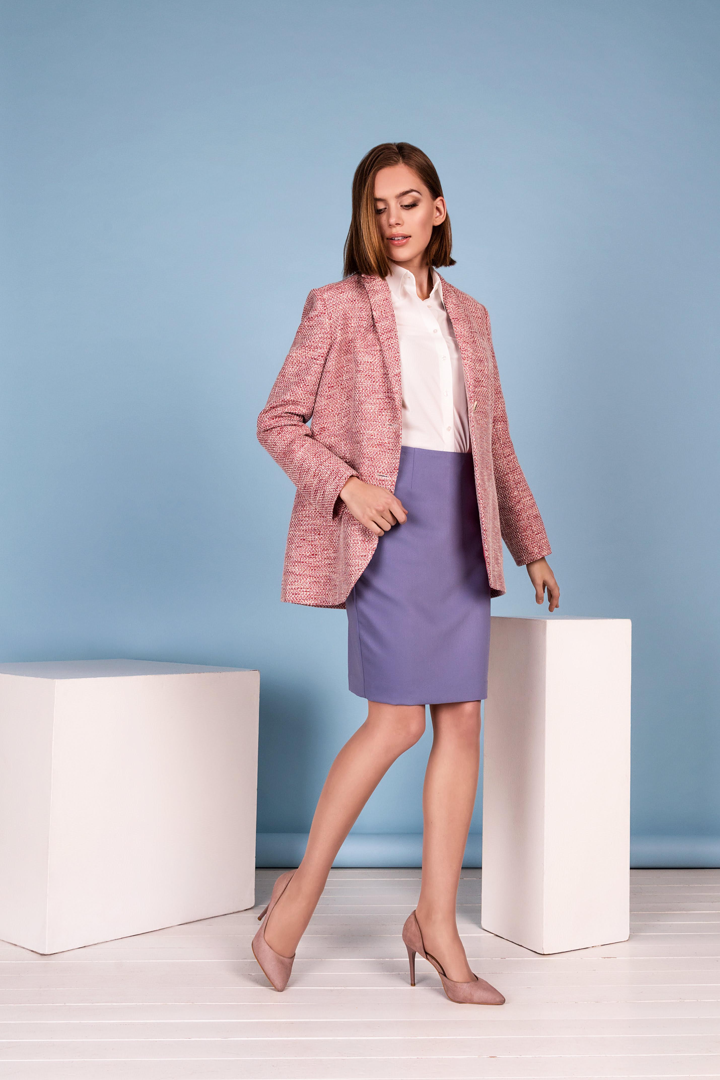 Klasikinis moteriškas švarkas rožinės spalvos