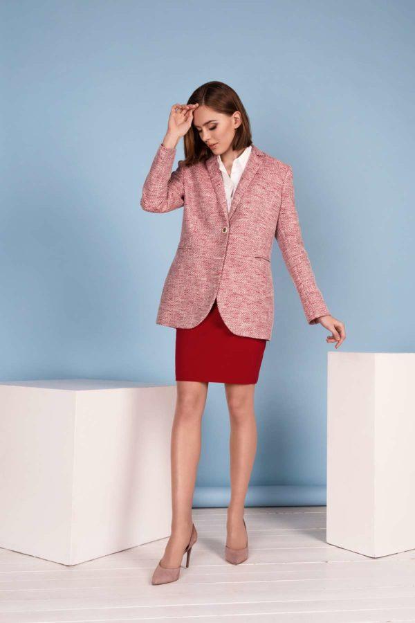 Klasikinis raudonas sijonas internetu