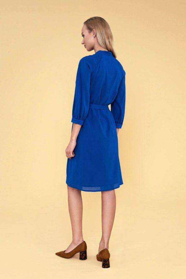 Mėlyna šilkinė suknelė