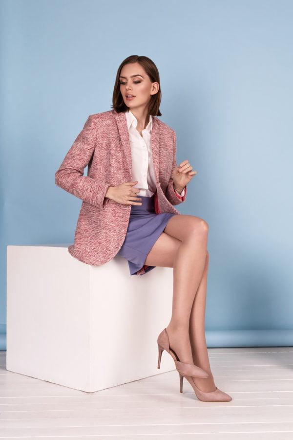 Rožinis moteriškas švarkas su alyviniu klasikiniu sijonu