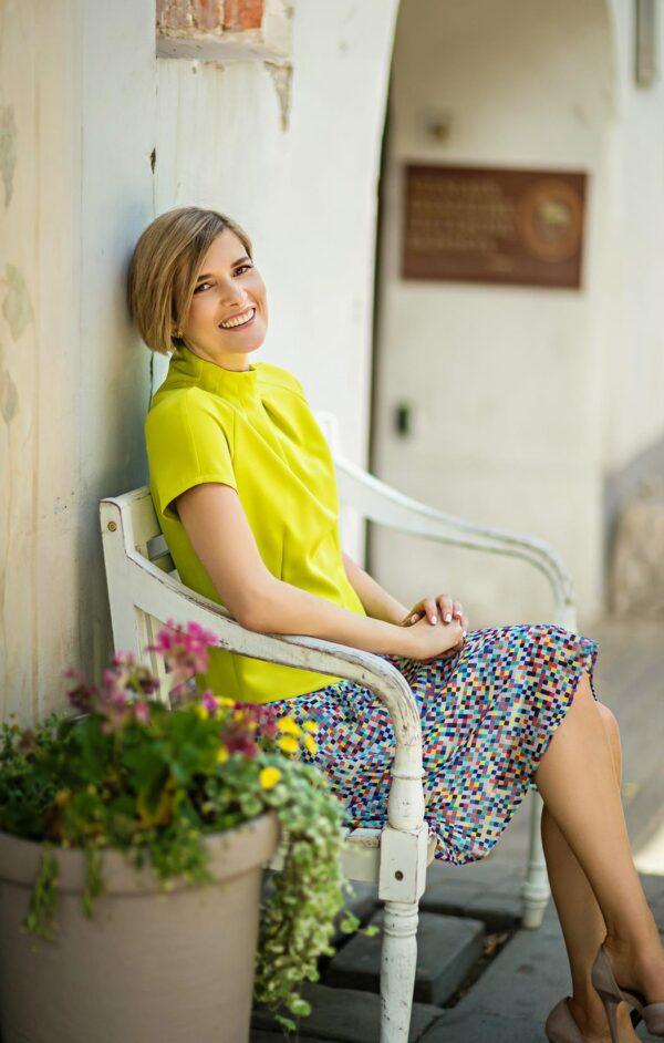 Šviesus sijonas vasarai su stilinga palaidine trumpomis rankovėmis - Tauri Look