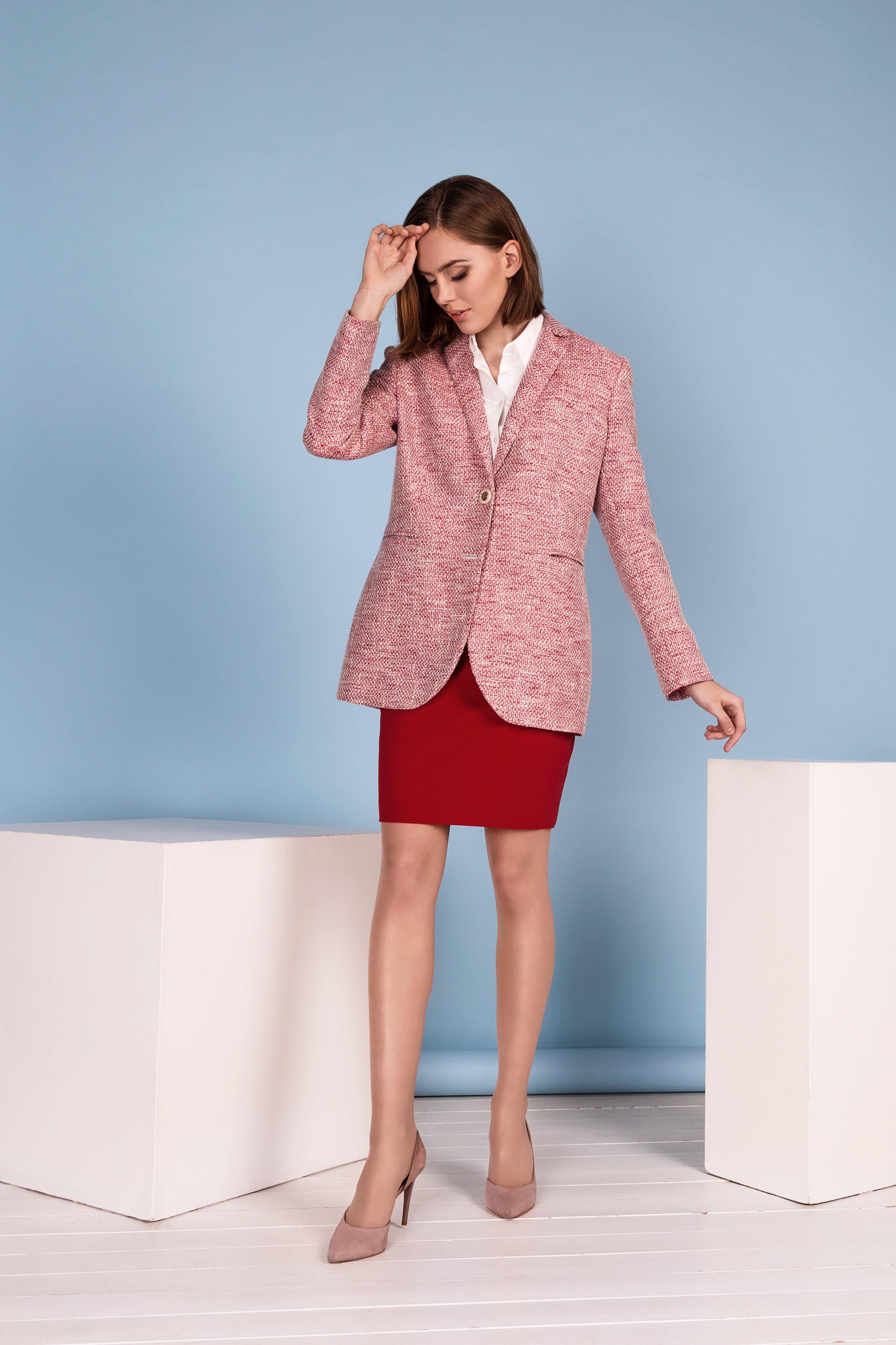klasikiniai išskirtiniai moteriški kostiumėliai