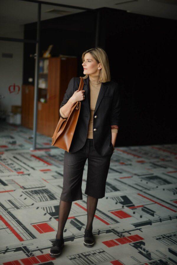 Moteriškas švarkas su klasikiniais šortais - Tauri Look