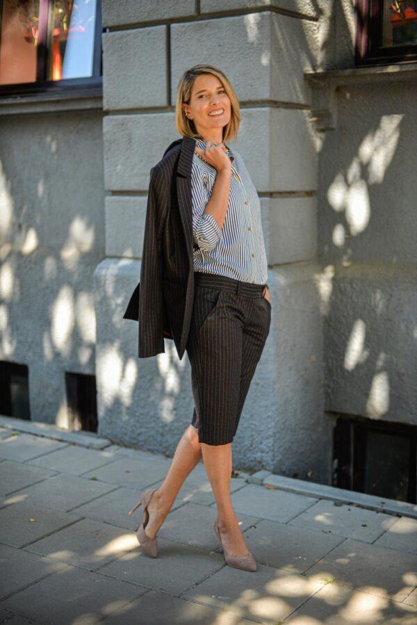 Moteriški kostiuminiai šortai - klasikiniai dryžuoti marškiniai - Tauri Look