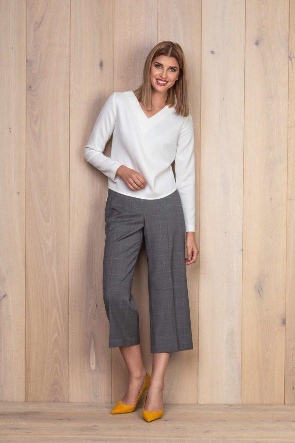 Pilkos kelnės su palaidine ilgomis rankovėmis