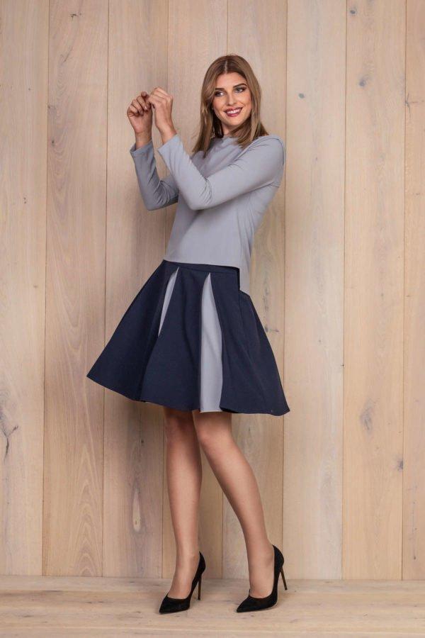 Platėjantis sijonas su palaidine ilgomis rankovėmis