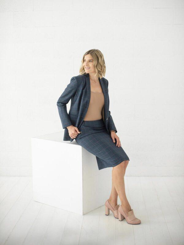 Dalykinis kostiumėlis - švarkas ir sijonas ofisui - internetu - Tauri Look