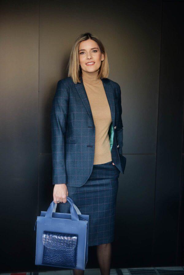Mėlynas moteriškas kostiumėlis su sijonu - Tauri Look