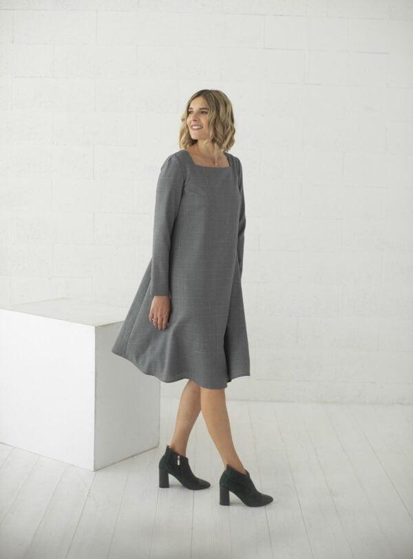 Pilka suknelė laisvai krentanti pirkti internetu - Tauri Look
