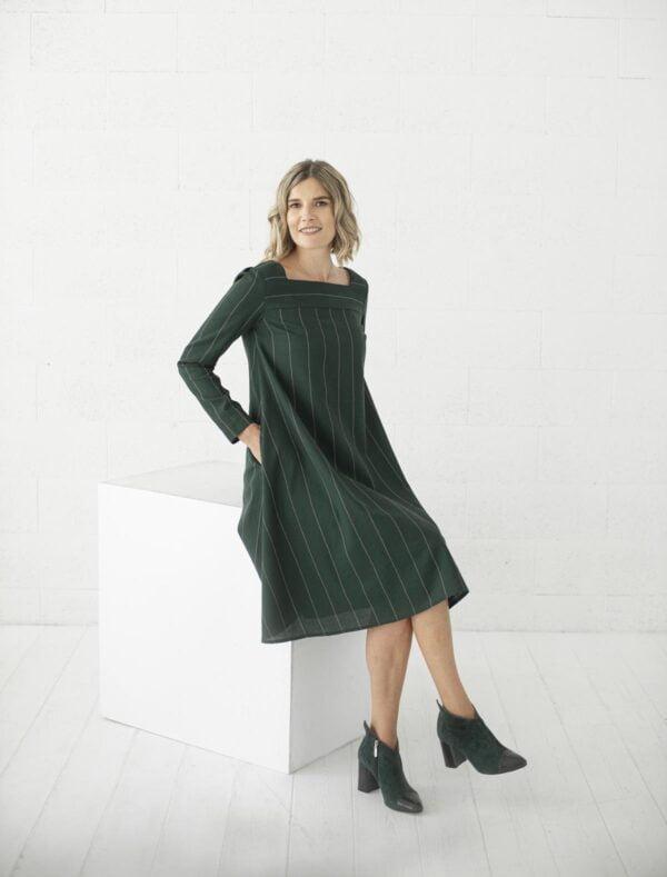 Suknelė ilgomis rankovėmis su kišenėmis žalios spalvos