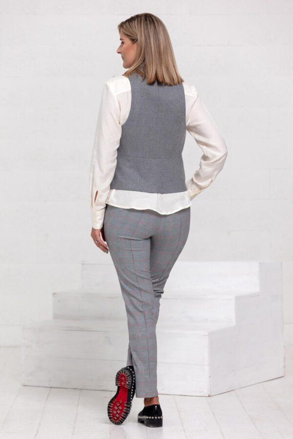 Pilka liemenė ir pilkos klasikinės kelnės - Tauri look